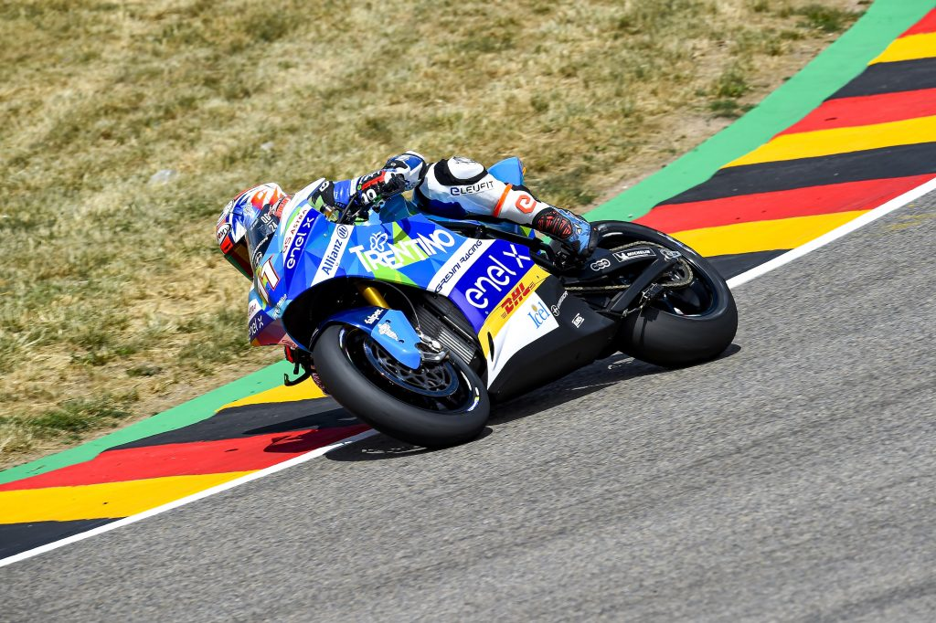 PRIMA MOTOE: FERRARI IN TOP10, SAVADORI CADE - Gresini Racing