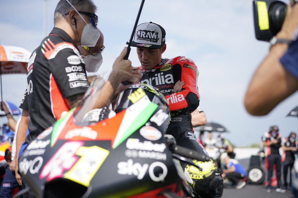 ALEIX ESPARGARÓ CRASHES OUT ON THE FIRST LAP, SMITH FINISHES IN THE POINTS - Gresini Racing