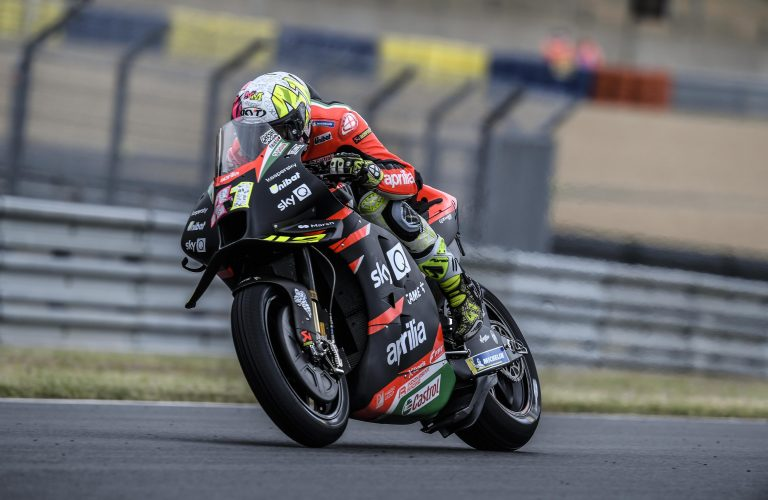 ALEIX CRASHES TWICE WITHOUT CONSEQUENCES, LORENZO DOES WELL IN THE WET